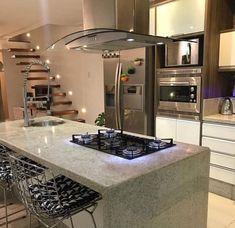Design de cozinha com ilha central Kitchen Interior, Home Decor Kitchen, Open Plan Kitchen Living Room, Home Decor, Kitchen Island Design, Home Kitchens, Home Interior Design, Kitchen Style, Luxury Kitchen Design