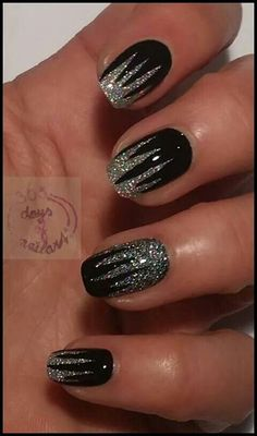 Stunning Glitter Nail Designs Glitter nail art designs have become a constant favorite. Almost every girl loves glitter on their nails. Glitter nail designs can give that extra edge to your nails and brighten up the move and se… Edgy Nails, Fancy Nails, Trendy Nails, Cute Nails, Edgy Nail Art, Fancy Nail Art, Crazy Nails, Metallic Nails, Glitter Nail Art