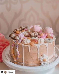 """@leivojakoristele: """"Oih! 😍 Kakku kuin makein uni. 🍬 Tämä maagisen kaunis mansikka-vaniljamoussekakku on @tiiasa_ :n…"""" Uni, Desserts, Food, Cake Ideas, Dessert Ideas, Food Food, Tailgate Desserts, Deserts, Essen"""