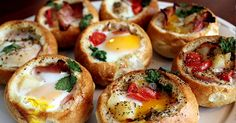 Customizable Bread Bowls: Make Quick Appetizers (or Brunch) With Dinner Rolls Made these with eggs, hashbrowns, bacon, and cheese! Big hit at my Scentsy party :) Brunch Recipes, Breakfast Recipes, Brunch Ideas, Breakfast Appetizers, Crowd Recipes, Yummy Recipes, Vegetarian Recipes, Pan Relleno, Breakfast Desayunos