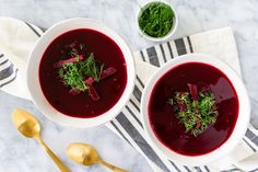 How Do You Make Polish Beet Soup in a Snap? This easy Polish beet barszcz recipe is a sour beet soup. Traditionally, the tang comes from a kwas or sour starter, but here lemon juice or vinegar is used. Hot Soup Recipes, Beet Recipes, Polish Recipes, Supper Recipes, Healthy Recipes, Polish Desserts, Beet Borscht, Borscht Soup, Ravioli