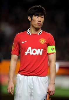 Park Ji-Sung to make shock Manchester United exit and join Queens Park Rangers Official Manchester United Website, Queens Park Rangers, Park Ji Sung, Soccer Drills, Match Highlights, Football Photos, World Football, Park Photos, Old Trafford