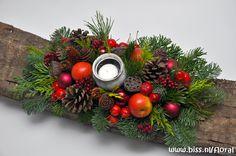 kerst-guirlande-70-schors-rood-pumpkin-boven Christmas Candles, White Christmas, Christmas Holidays, Christmas Wreaths, Christmas Arrangements, Christmas Centerpieces, Xmas Decorations, Christmas Floral Designs, Holiday Crafts