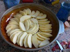 Fabulosa receta para Tarta invertida de manzanas con caramelo . Receta tradicional para preparar la Tarta invertida de manzana, se puede hacer en el horno en la olla Essen. Una torta de manzana invertida deliciosa.