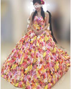ちょっと脱線してCD試着レポです  国内Partyもハワイ挙式と同じものを着るつもりなんですけど 試着行ったら目の前に蜷川実花さんのドレスが . . 結婚とか考えてなかった時から結婚式にはこれを着たいって思ってたんですけどハワイ挙式なったから着れないなーって思ってたら 着せてもらえました . .  ウエディングドレスはシンプルがいいとか言っておきながら めっちゃ派手じゃーーーんって思うと思いますが笑 こういうViViDなの大好きなんです そして友達にも私っぽいと好評でした .  ただすごく華やかなドレスなので ドレスに負けてしまわないかと店員さんに大丈夫かしつこいくらいずっと聞いていましたww .  蜷川実花さんの新作ドレスも素敵でした 宝くじ当たってたら国内Partyはこれ着たかったな笑  #セントカタリナシーサイドチャペル  #セントカタリナ  #ハワイ挙式  #プレ花嫁 #hawaiiwedding by wedding.kn