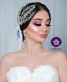Discover recipes, home ideas, style inspiration and other ideas to try. Dramatic Wedding Makeup, Bridal Hair And Makeup, Wedding Hair And Makeup, Hair Makeup, Beauty Skin, Hair Beauty, Front Hair Styles, Quinceanera Hairstyles, Elegant Wedding Hair
