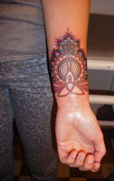 mother & child sign in henna style (Barbara Swingaling, Antwerp)