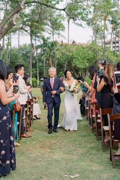 "Elegant Sage Green Hawaii Destination Wedding – Etcetera Photo 28  Bestow your eyes on this perfect oh-so-green Hawaiian wedding of one of the luckiest 2020 couples to say ""I do"" before the global shutdown.   #bridalmusings #bmloves #wedding #ido #hawaii #destinationwedding #mossgreen #globalshutdown #quarantine #precovid"
