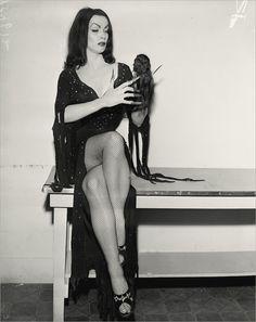 Maila Nurmi -Vampira 1950s, Slip On, Dresses, Kitsch, Fashion, Goth, Queens, Blood, Vestidos