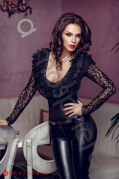 Beautiful and sexy women. in beautiful and sexy clothes and poses Sexy Outfits, Pretty Outfits, Beautiful Outfits, Fashion Outfits, Casual Outfits, Sexy Older Women, Sexy Women, Atmosphere Fashion, Dress Attire