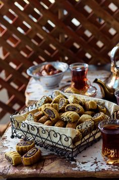 Makrouta (Palestinain pinwheel date cookies) – Chef in disguise Date Recipes, Halal Recipes, Sweet Recipes, Middle Eastern Desserts, Middle Eastern Dishes, Palestinian Food, Cookie Recipes, Dessert Recipes, Tunisian Food