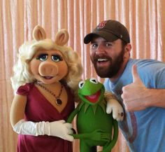 Our entertainment reporter made some new best friends at the The Muppets Most Wanted press junket :) #Kermit #MissPiggy #MuppetsMostWanted #BFFs