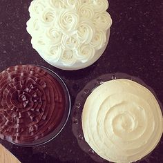 How To Make a Ruffle Cake by iambaker.net *pictured as the chocolate cake..