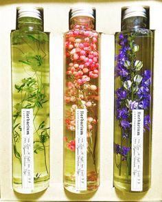 美しさが長持ちするお花「ハーバリウム」をご存知ですか?手軽にお花を楽しめて、センスも良いと話題のハーバリウムをご紹介します。