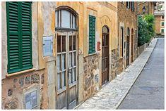 家の壁, 南, ファサード, スペイン, マヨルカ, 緑, ウィンドウ, ドア, 道路, アーキテクチャ