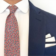 Close up of our #GentsMode pocket square on EJ Samson. What do you guys think of his floral tie?