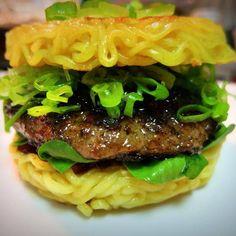 Aprenda a fazer o hambúrguer de miojo