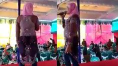 Video Aksi Biduan Dangdut Berkerudung Ini Viral Lihat Bajunya