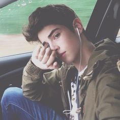 30 Best Selfie Poses for Guys to Look Charming - Machovibes Beautiful Boys, Pretty Boys, Beautiful Images, Selfie Posen, Manu Rios, Mode Ulzzang, Yoga Posen, Cute Teenage Boys, Photography Poses For Men