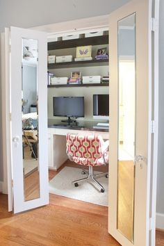 home closet office idea, i like the mirrored doors