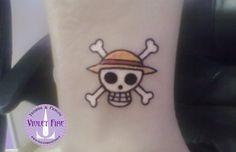 tatuaggio personaggi, tatuaggio videogioco, tatuaggio gruppo, tatuaggio cartone, tatuaggio anime, tatuaggio piccolo, tatuaggio One Piece teschio su caviglia - Jolly Roger - Violet Fire Tattoo - tatuaggi maranello, tatuaggi modena, tatuaggi sassuolo, tatuaggi fiorano - Adam Raia
