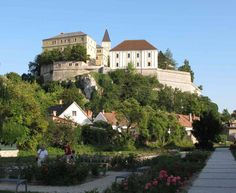 Castle in Veszprém - Transdanubia, Hungary. Beautiful Castles, Beautiful Places, Heart Of Europe, Castle Ruins, Budapest Hungary, Kirchen, Places To See, Around The Worlds, Mansions
