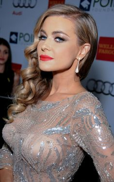 Carmen Electra Bright Lipstick - Carmen Electra's red lipstick totally brightened up her beauty look during the Voices on Point musical gala. Carmen Electra, Wedding Hair And Makeup, Bridal Hair, Hair Makeup, Bride Makeup, Prom Makeup, Nicole Scherzinger, Bride Hairstyles, Curled Hairstyles