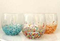 Theelichthouders met confetti, ook leuk om te doen met glitters!