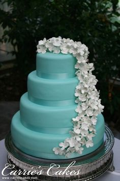 Love this, but I'd make a few adjustments. Use lilies, silver ribbon, and maybe a few rhinestones.