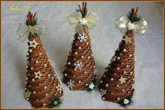 ..... Christmas Paper Crafts, Christmas Decorations, Christmas Ornaments, Rustic Christmas, Merry Christmas, Newspaper Crafts, Wicker, Rattan, Handmade Ornaments