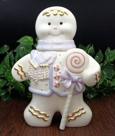 ❤️ White Ceramic Gingerbread Man Cookie Jar with Gold and Pastel - Retro Christmas Christmas Cookie Jars, Christmas Gingerbread House, Holiday Cookies, Gingerbread Men, Kinds Of Cookies, Cookies For Kids, Gingerbread Man Cookie Recipe, Vintage Cookies, Cookie Decorating
