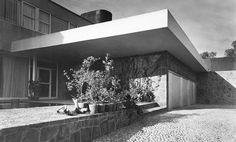 Detail of front of a house in Lomas de Chapultepec, Mexico City 1949 Concept Architecture, Modern Architecture, México City, Sierra, Love Design, Bauhaus, Mid Century, Vintage Houses, Building