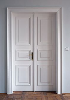 This interior barn doors sliding can be a very inspiring and magnificent idea 4 Panel Interior Door, Interior Door Styles, Double Doors Interior, Interior Barn Doors, French Doors Bedroom, Bedroom Doors, Room Door Design, Home Room Design, Traditional Interior Doors