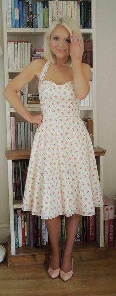 """¿Te apetece el patrón gratuito de un vestido de fiesta de estilo rockabilly """"retro""""? Esos vestidos divertidos, favorecen a todo tipo de mujer,"""