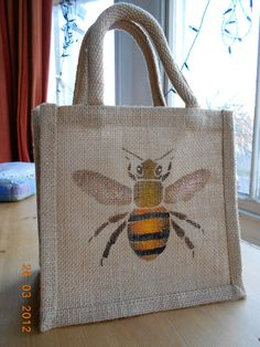 Eco-friendly jute bags hand painted by queenofpersia, a Brighton based seller on Etsy.