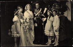 Ansichtskarte / Postkarte Juliana der Niederlande, Prinz Bernhard, Hochzeitskleid