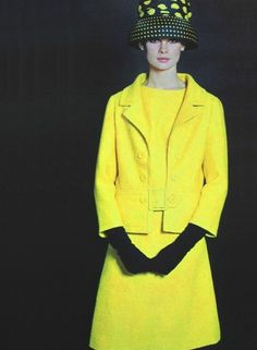 Jean Shrimpton - yellow suit contrasted with black. Thanks StyleSight Tumblr