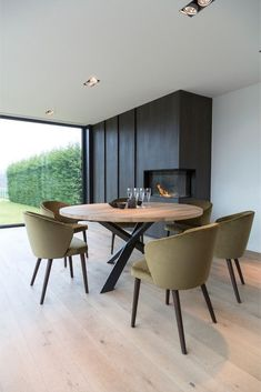 40 Inspiring Dining Room Table Design with Modern Style Table Ronde Design, Dining Table Design, Dinning Room Tables, Dining Room Furniture, Round Wooden Dining Table, Small Dining, Patio Dining, Plywood Furniture, Furniture Ideas