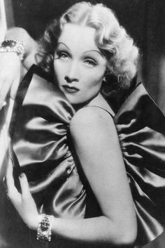 10 Old Hollywood Beauty Hacks: Marlene Dietrich Old Hollywood Stars, Hollywood Icons, Golden Age Of Hollywood, Vintage Hollywood, Hollywood Glamour, Hollywood Actresses, Classic Hollywood, Hollywood Makeup, Old Hollywood Movies