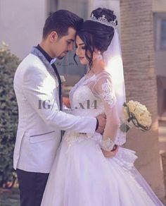 Follow on instagram @___.x14 Pre Wedding Poses, Wedding Couple Photos, Wedding Couple Poses Photography, Pre Wedding Photoshoot, Wedding Pics, Wedding Couples, Arab Wedding, Elegant Wedding Hair, Wedding Bride