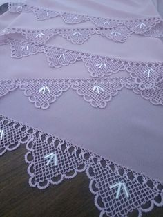 This Pin was discovered by Eme Coaster Design, Needle Lace, Crochet Lace, Lace Shorts, Model, How To Make, Bed Linens, Lace, Tricot