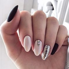 The advantage of the gel is that it allows you to enjoy your French manicure for a long time. There are four different ways to make a French manicure on gel nails. Cute Almond Nails, Almond Shape Nails, Nails Shape, Trendy Nails, Cute Nails, Ongles Kylie Jenner, Nail Art Designs, Shellac Nail Designs, Winter Wedding Nails