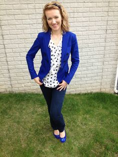 Blue Blazer, polkadot blouse (or any patern), skinny pants, matching blue shoes