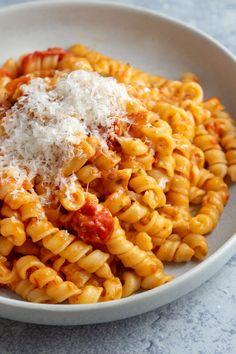 Giada Recipes, Pasta Recipes, Dinner Recipes, Cooking Recipes, Healthy Recipes, Italian Pasta, Italian Dishes, Italian Recipes, Jamie's Italian