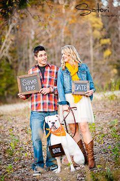 Engagement photos | Save the Date #dog > Satoriphotog.com