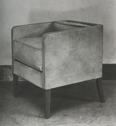 Dream The End Cube Armchair in Russet Leather, Brown Wood Feet, ca 1925, Photo by REP