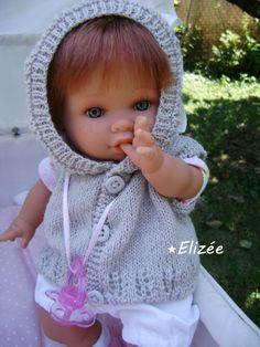 Trousseau : à vos aiguilles ! - Le murmure des poupées Poncho Crochet, Form Crochet, Crochet Hats, Knitted Dolls, I Dress, Baby Dolls, Knitting Patterns, Barbie, Sewing