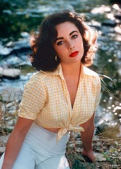 Elizabeth Taylor is listed (or ranked) 29 on the list Who Was the Most Attractiv. - Elizabeth Taylor is listed (or ranked) 29 on the list Who Was the Most Attractiv… Elizabeth Tay - Hollywood Stars, Hollywood Icons, Old Hollywood Glamour, Old Hollywood Style, Hollywood Cinema, Classic Hollywood, Divas, Most Beautiful Women, Beautiful People