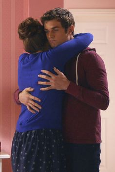 """S3 Ep12 """"And Then What Happened"""" -  Matty finds comfort in Sadie."""