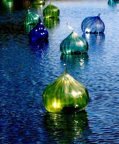 Dale Chihuly ~ Blown glass floats at the Fairchild Gardens Miami Blown Glass Art, Sea Glass Art, Stained Glass Art, Glass Vase, Fused Glass, Glass Lanterns, Glass Lamps, Cut Glass, Dale Chihuly